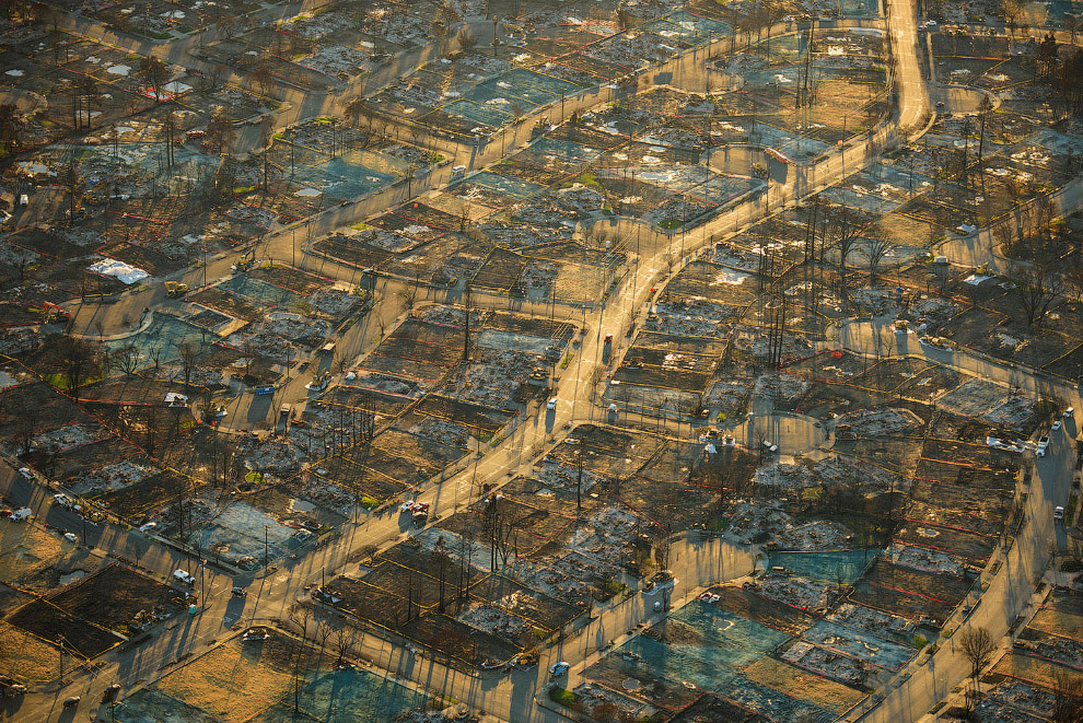 Выжженная земля после пожаров в штате Калифорния
