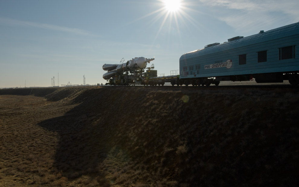 Expedition 59 Soyuz Rollout
