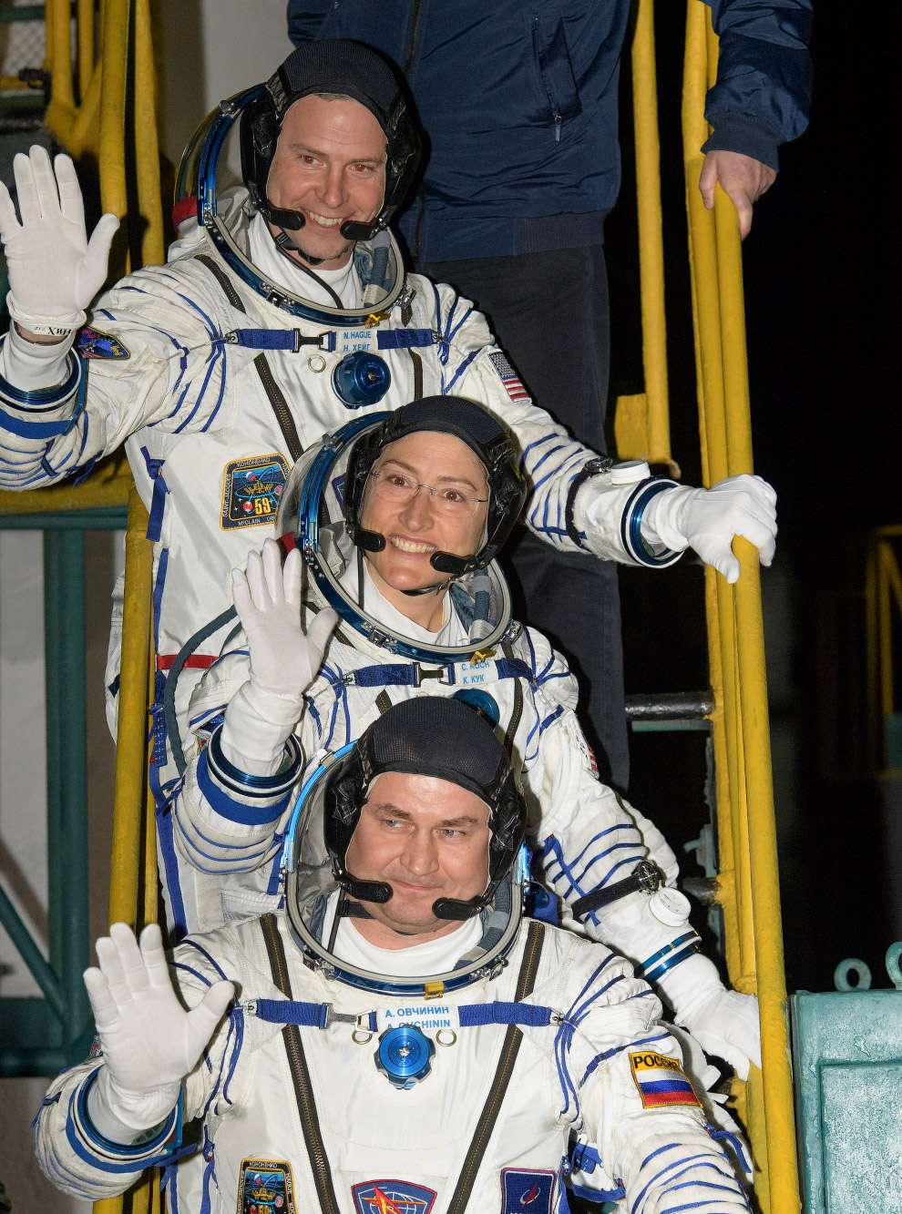 Expedition 59 Crew Wave Farewell