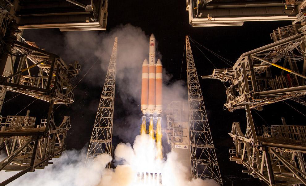 Запуск ракеты Delta IV Heavy