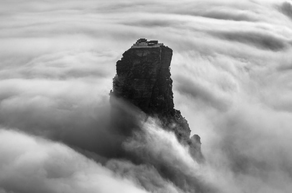 Гора Фаньцзиншань и море облаков
