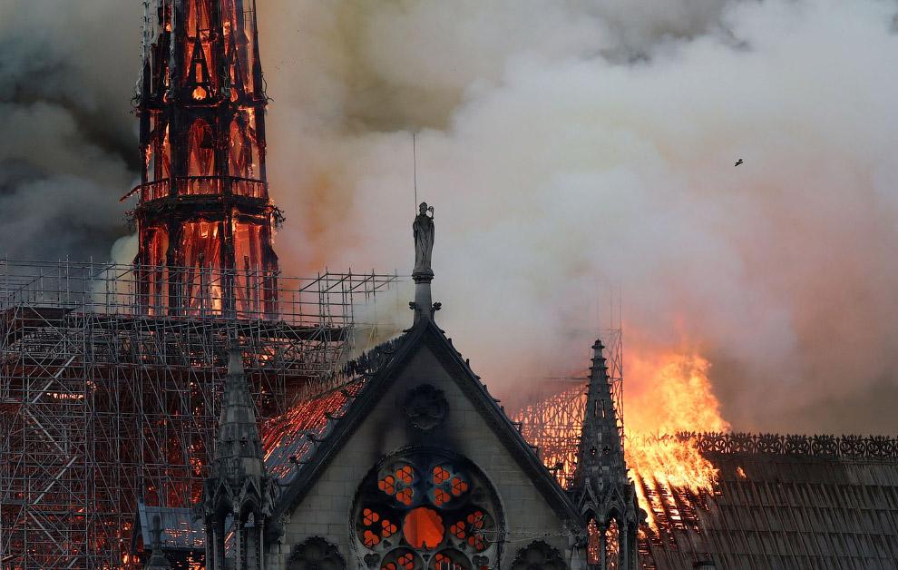 У Парижі згорів Нотр-Дам де Парі - собор Паризької Богоматері