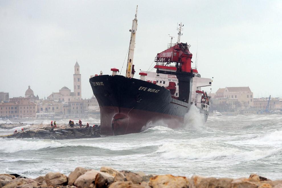 Турецкий торговый корабль Efe Murat
