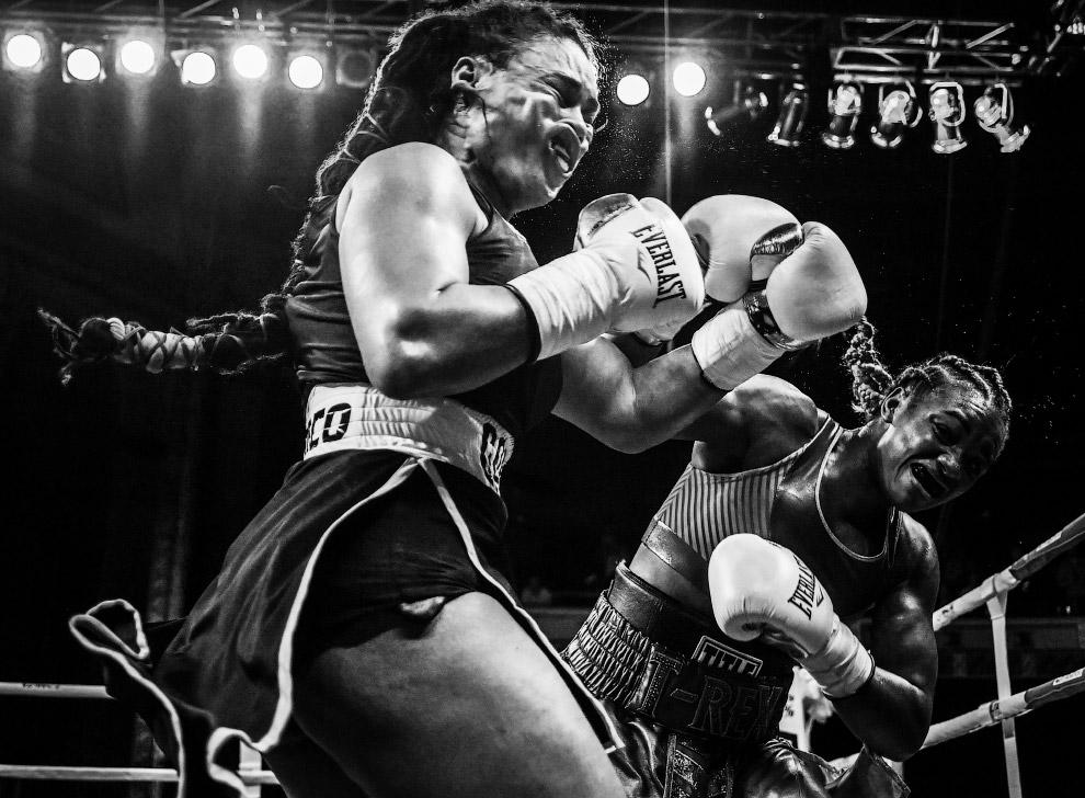 Поединок по боксу в Детройте, штат Мичиган