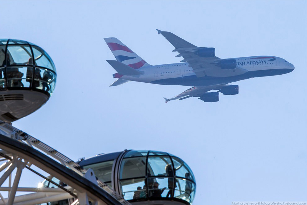A380 BRITISH AIRWAYS над «Лондонским Глазом»