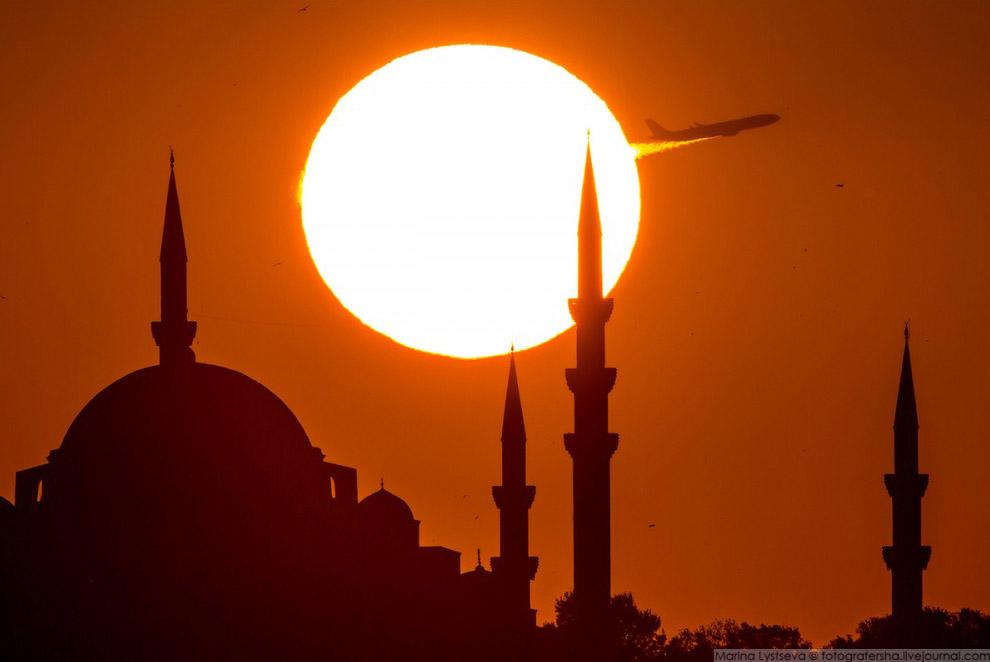 А330 TURKISH AIRLINES над Стамбулом, 2016 год.