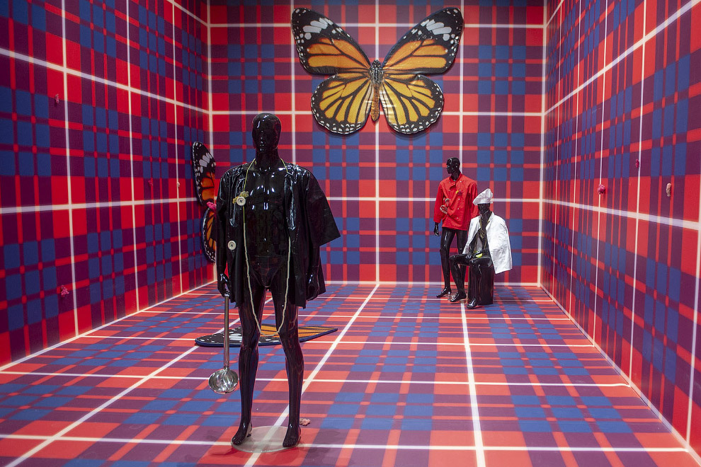 Бабочки на стене и прочее искусство