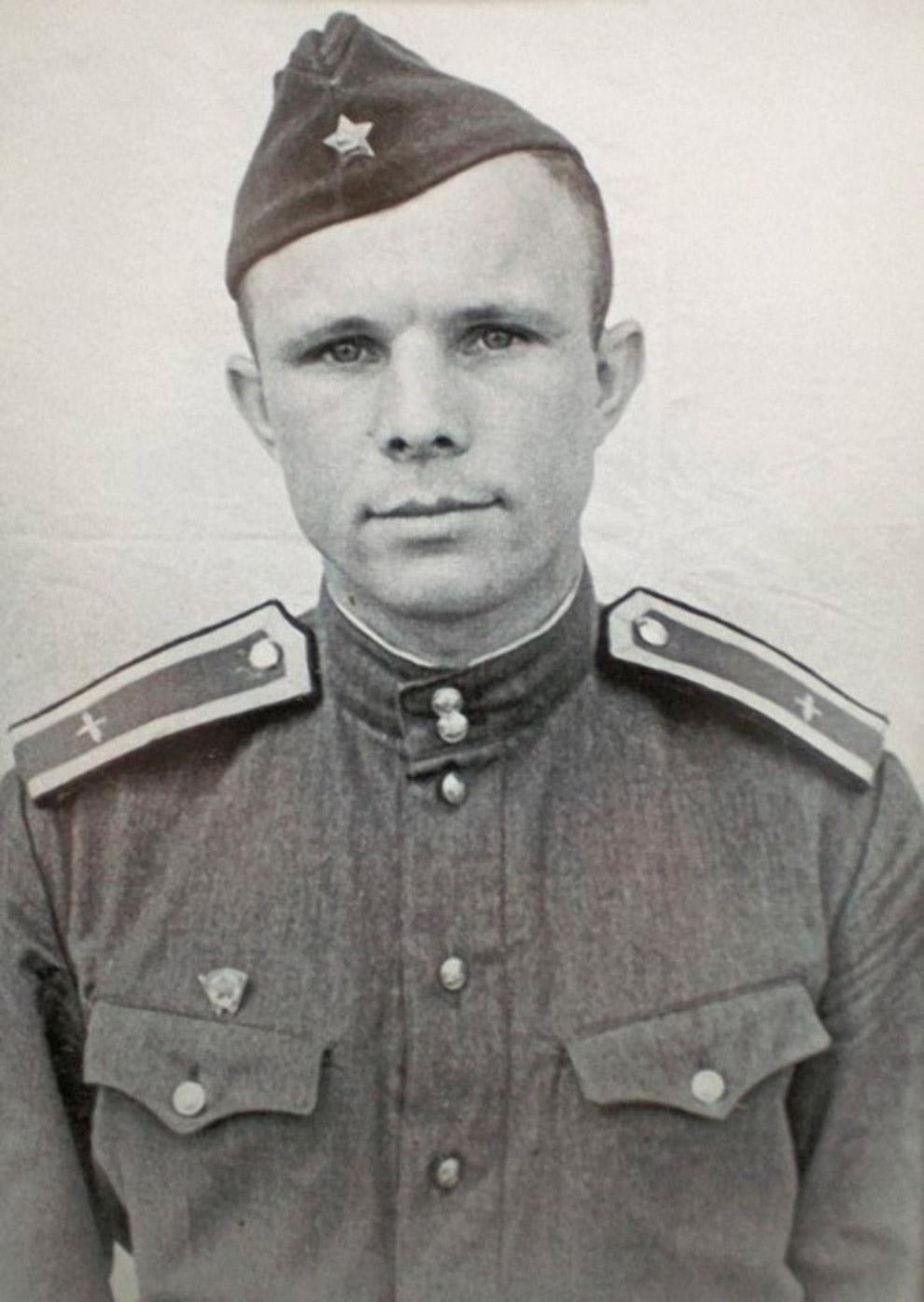 Курсант авиационного училища в городе Оренбурге Юрий Гагарин