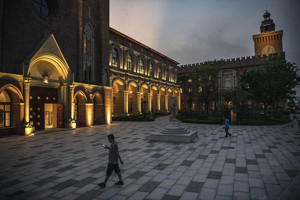 Вечерняя подсветка зданий
