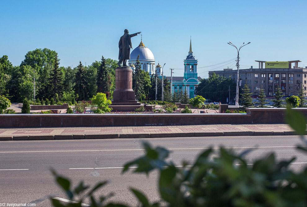 Кафедральный Знаменский собор с массивнейшим куполом и Лукич