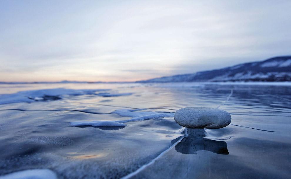 Невероятные ледяные образования озера Байкал