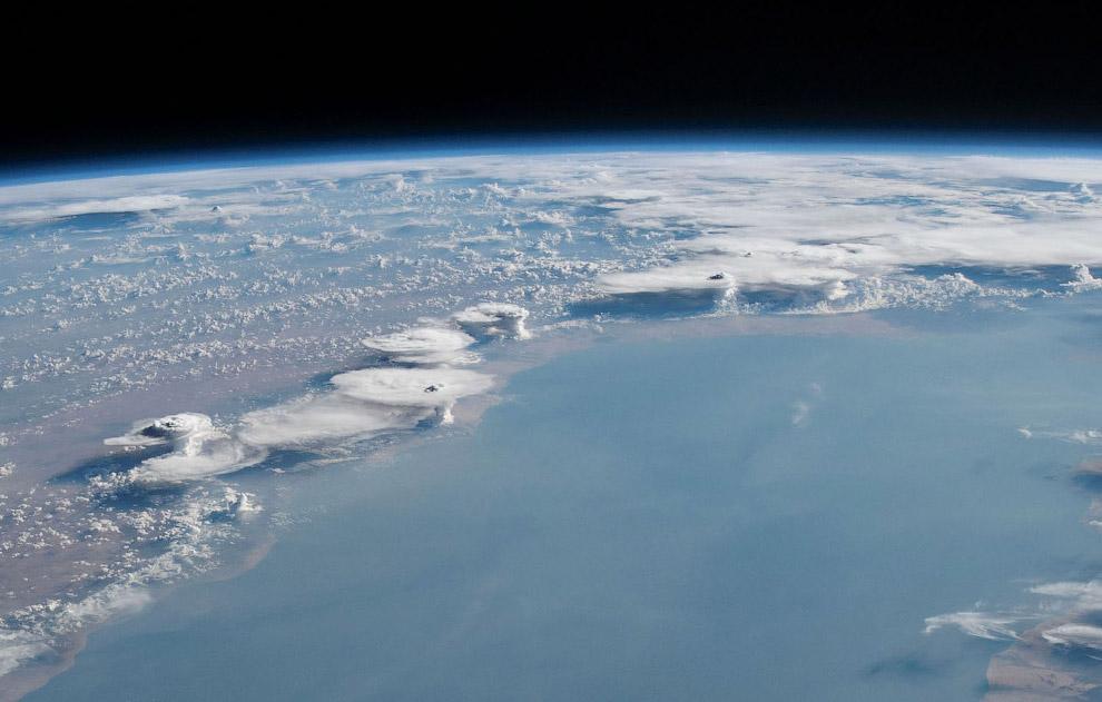 Облачные образования над побережьем Сомали