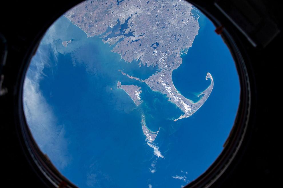 Части Массачусетса и Род-Айленда видны через иллюминатор
