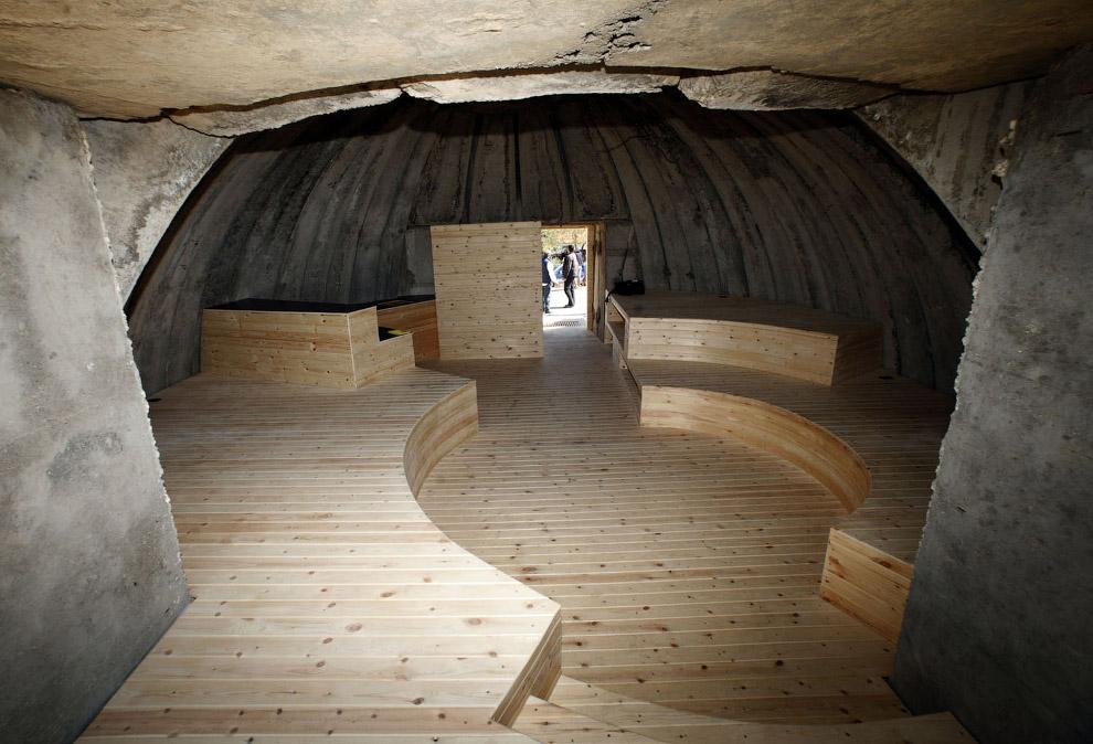 Вот бункер переоборудовали в хостел на берегу Адриатического моря