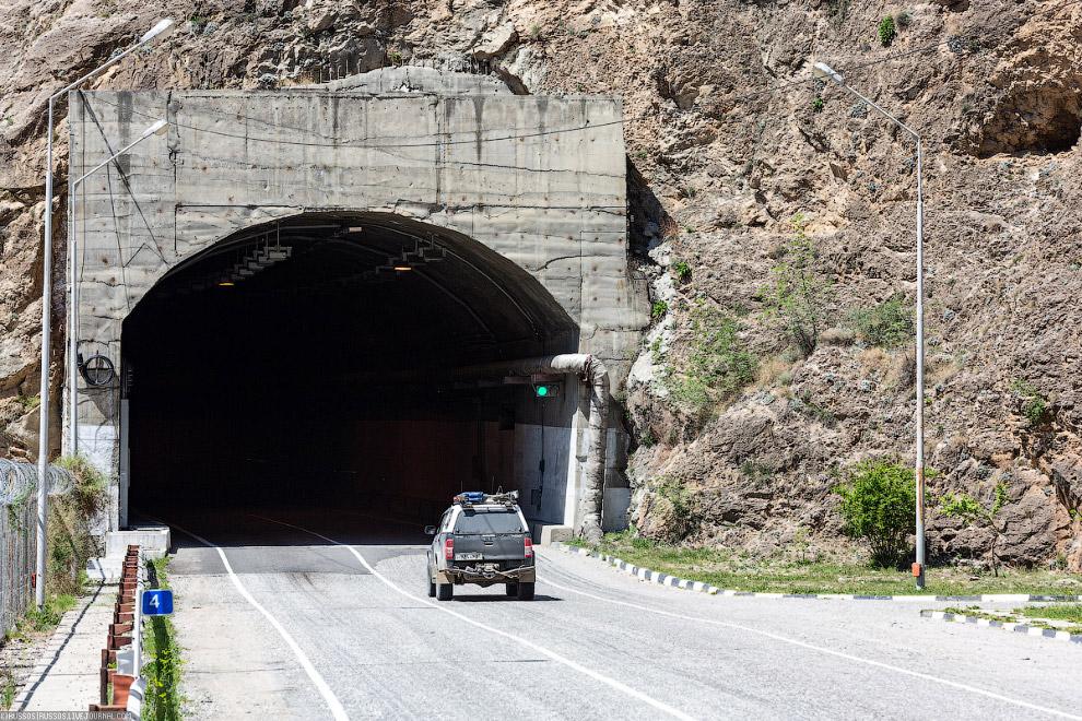 Портал автомобильного тоннеля.