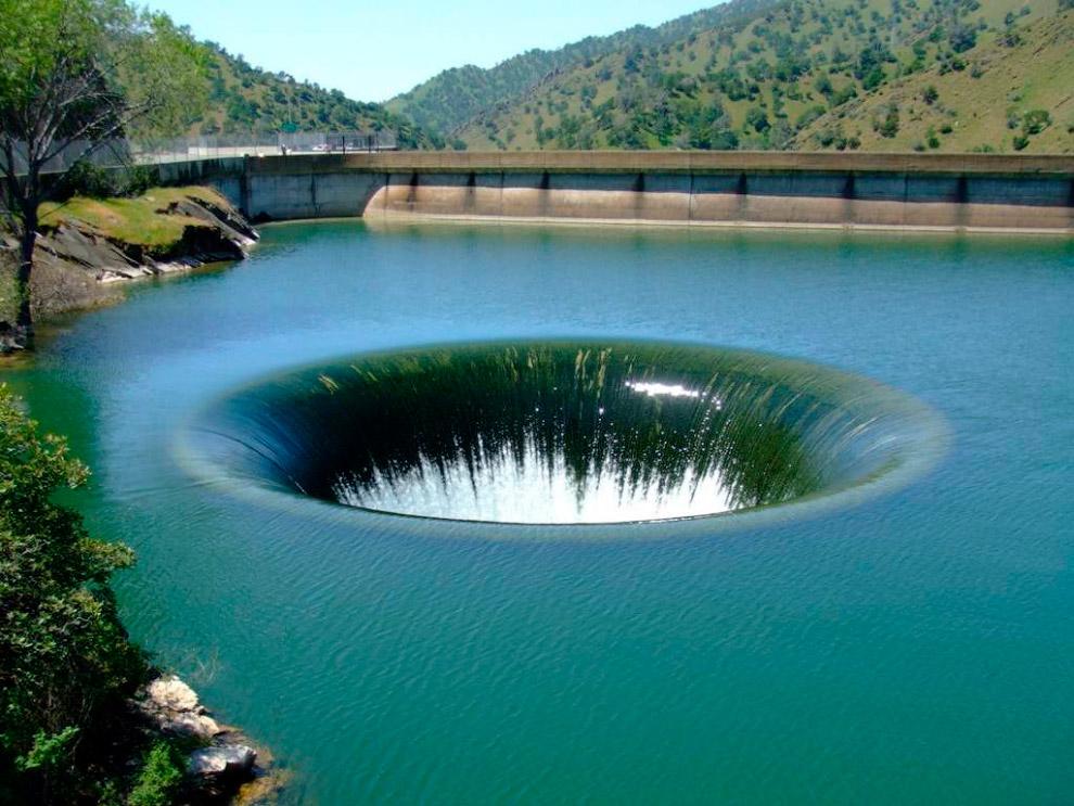 Водоскид греблі Монтічелло, США
