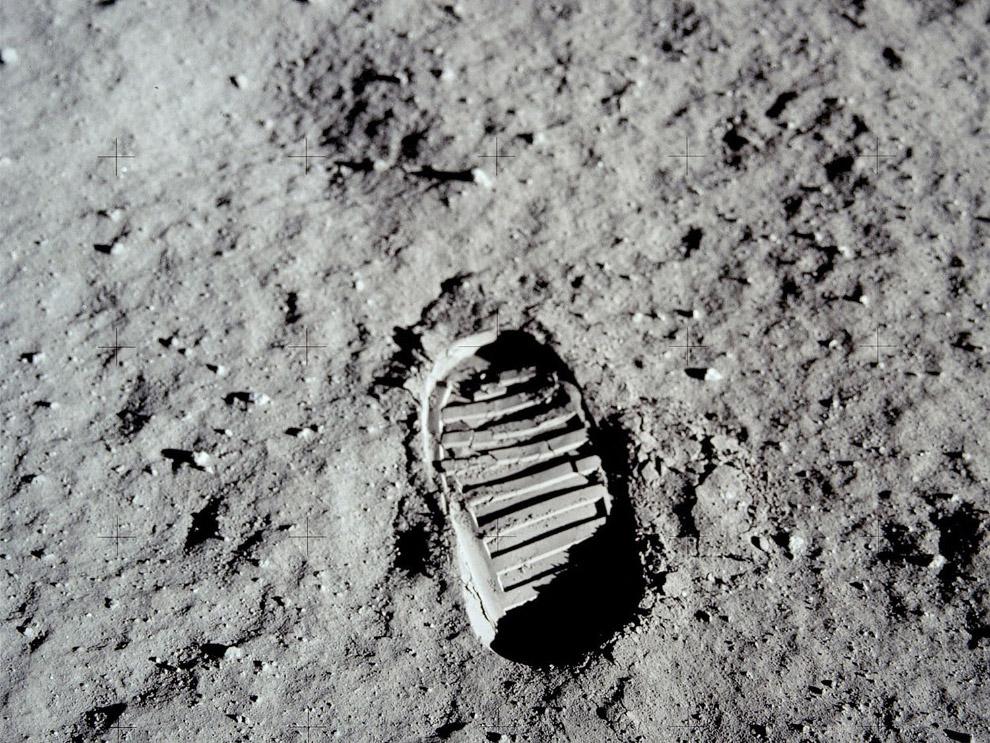 След Олдрина на Луне