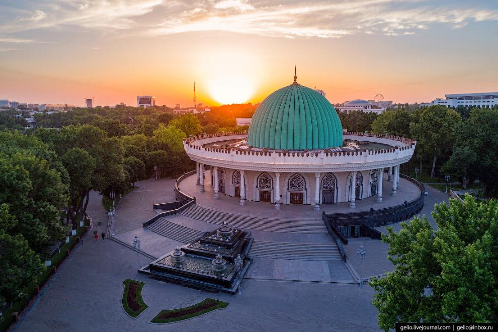 Здание музея построили в 1996 году по образу дворцов тимуридского периода.