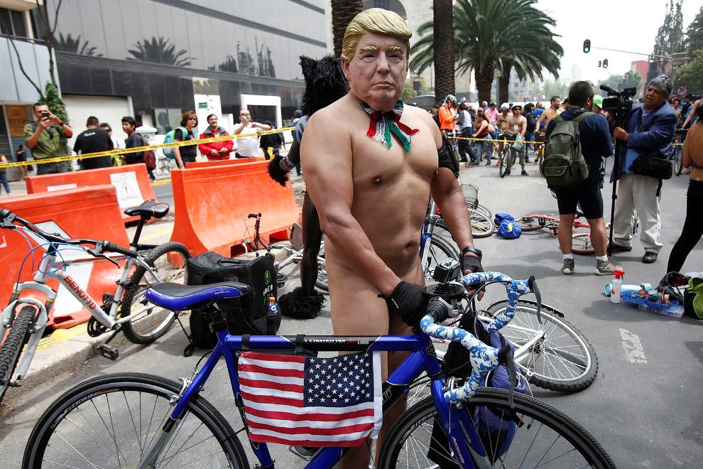 Голый Трамп во время Всемирной велогонки в Мехико, Мексика