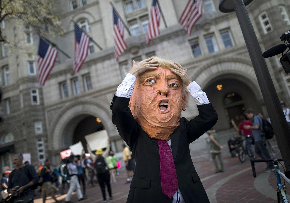 Акция возле гостиницы, где находится Трамп, Вашингтон, округ Колумбия