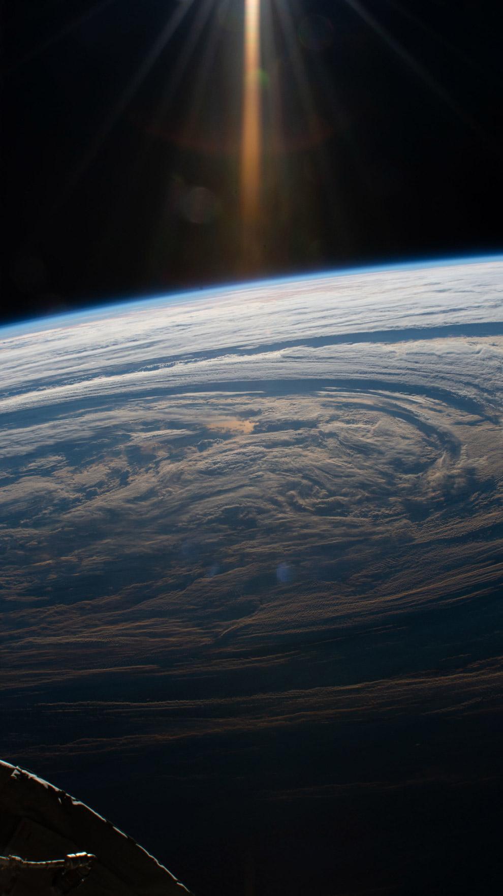 Формирование облаков над Индийским океаном.
