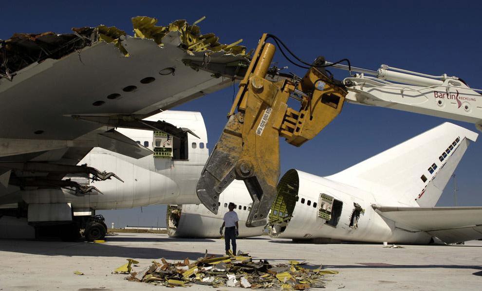 Перше європейське підприємство з утилізації літаків відкрилося в місті Шатору