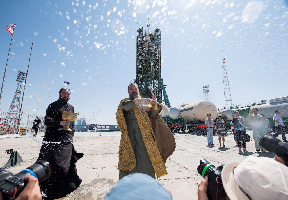 Expedition 60 Soyuz Blessing