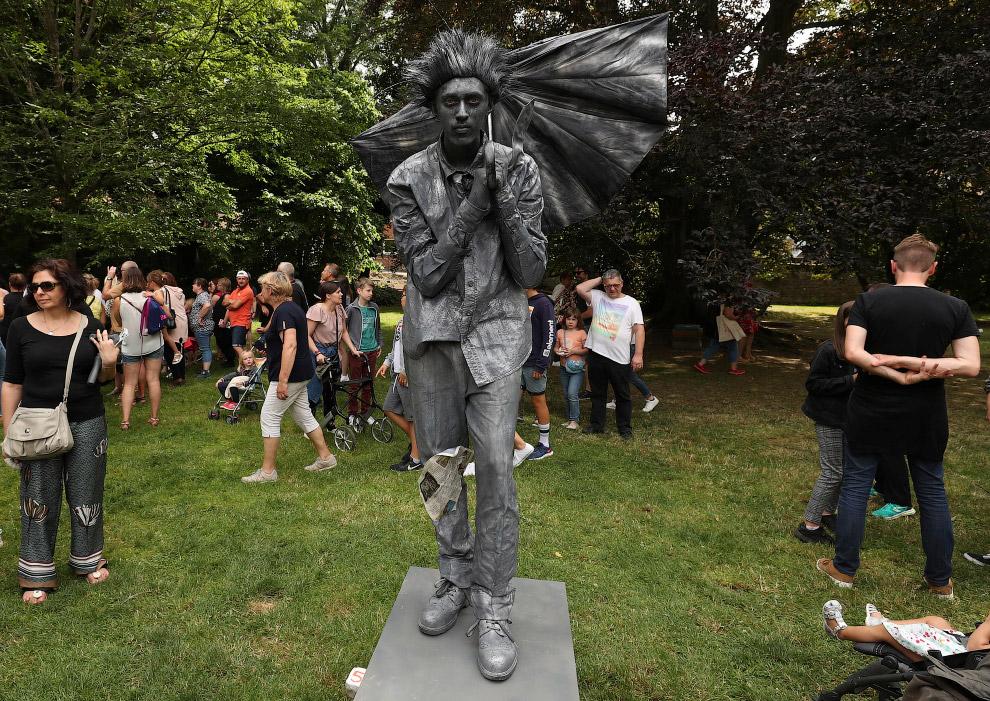 Еще одна живая статуя из Бельгии