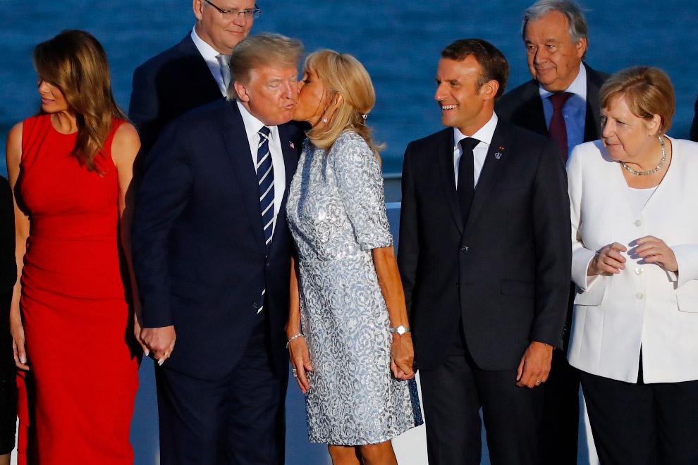 Меркель, Макрон, жена Макрона с Трампом и жена Трампа