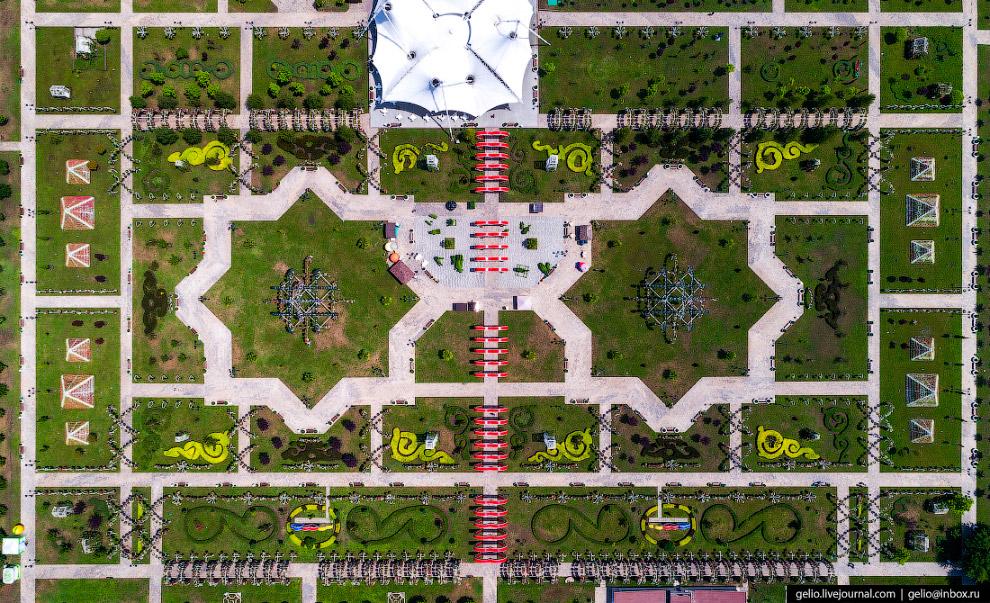 Цветочный парк возле Грозный-Сити.