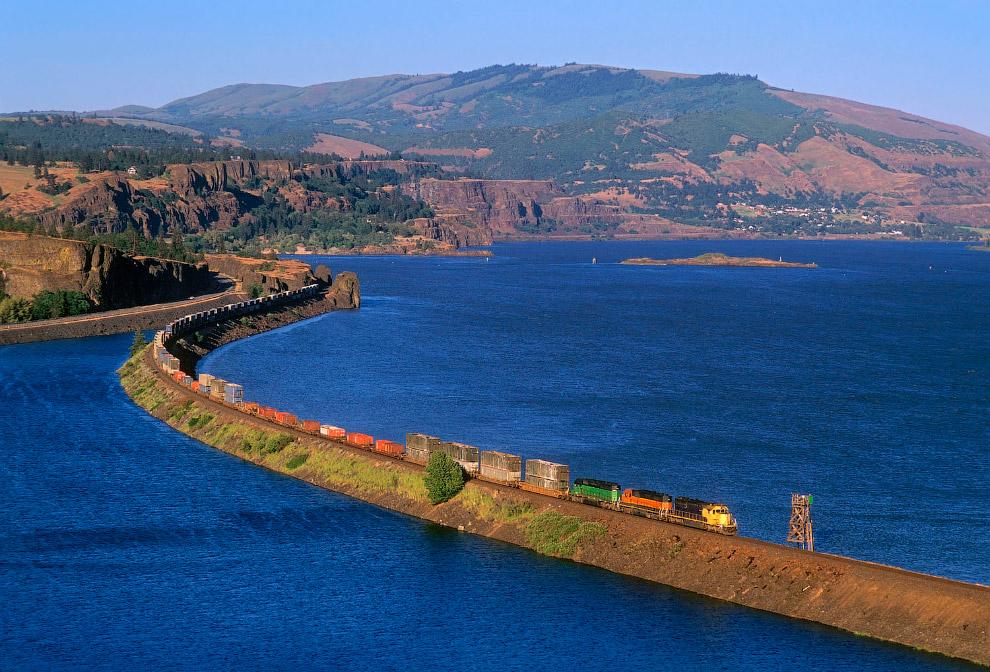 Роскошная железная дорога по озеру Роуленд