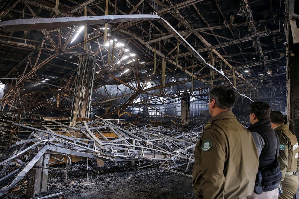 Сгоревший супермаркет в Вальпараисо