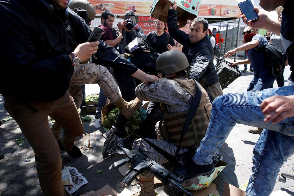 Полицейским и солдатам тоже достается