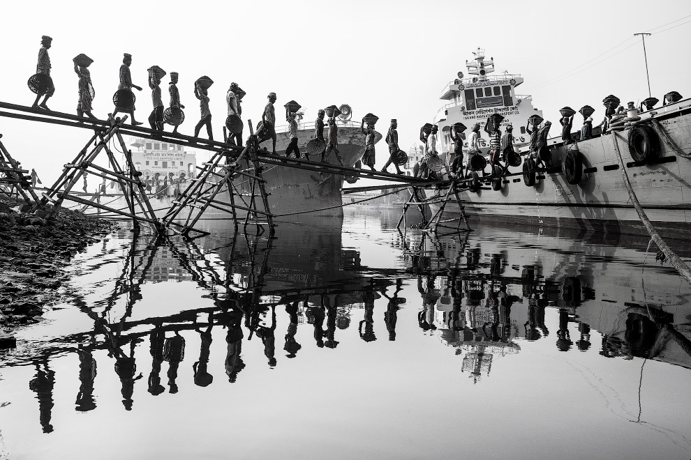 Тысячи бедняков ежегодно приезжают в столицу Бангладеша