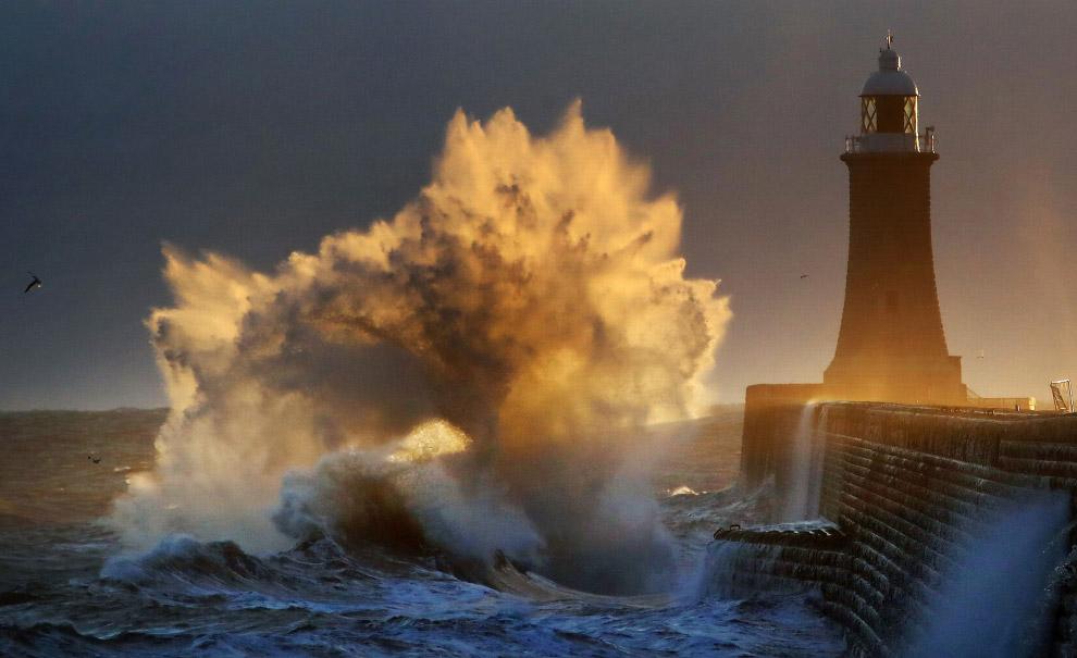вибухає хвилі