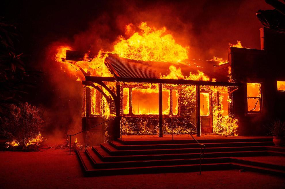палаючі будинки