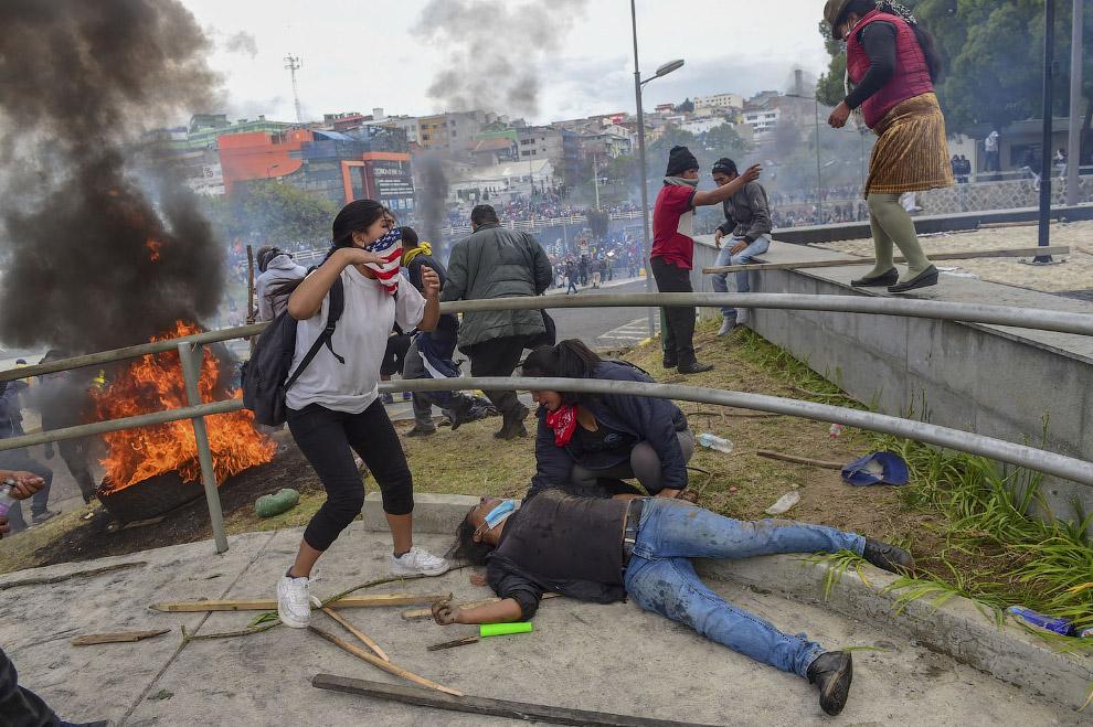 Одного протестующего подбили
