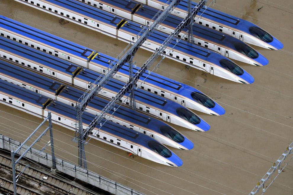 Знаменитые поезда Синкансен ушли под воду