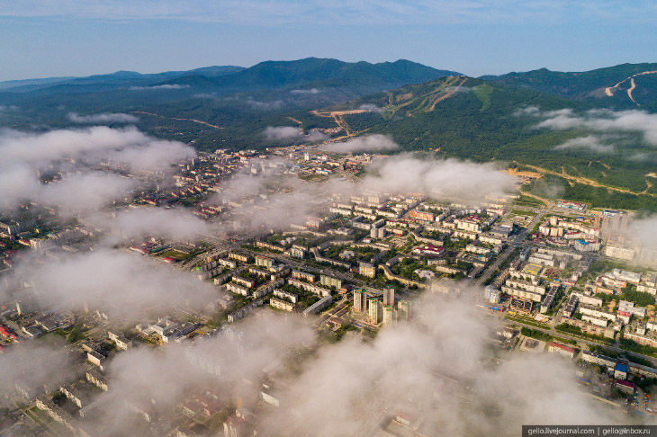 Південно-Сахалінськ з висоти - місто з японським спадщиною