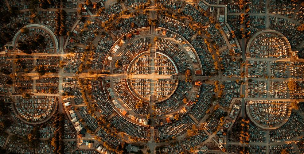 Кладбище Альмудена, Испания