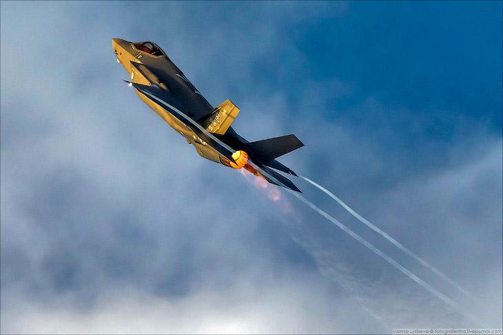 Самолеты F22 и F35 в полете