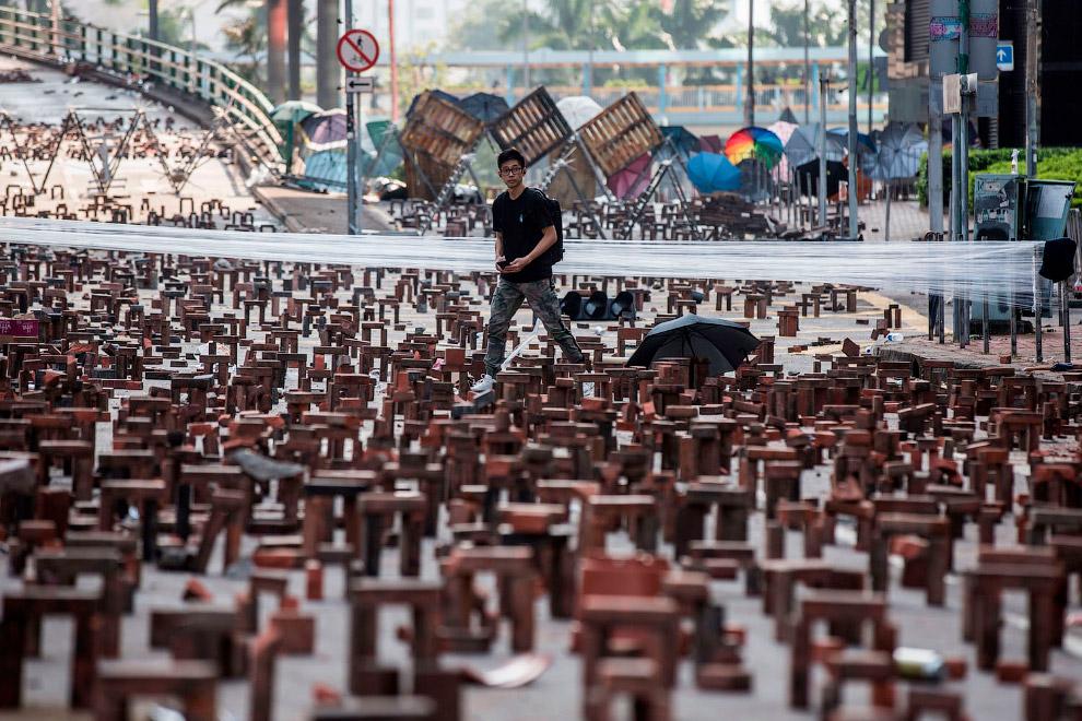 А это баррикады из кирпичей возле Гонконгского политехнического университета в Гонконге