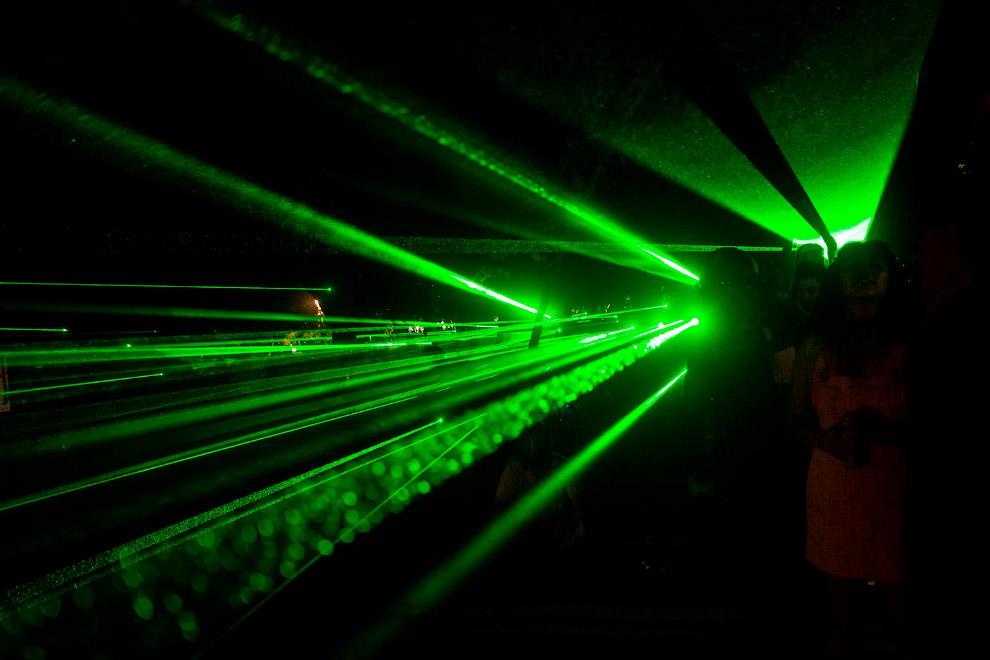 Такое ощущение, что лазерная указка есть у каждого, Сантьяго