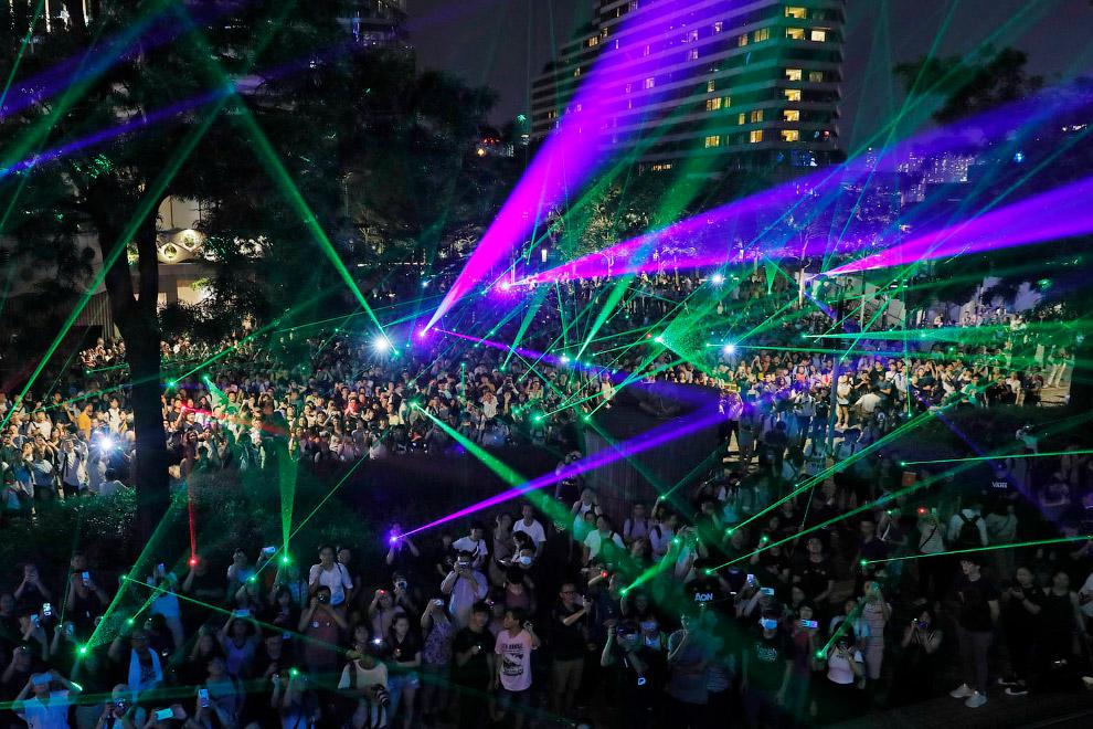 Митинг с лазерами в Гонконге