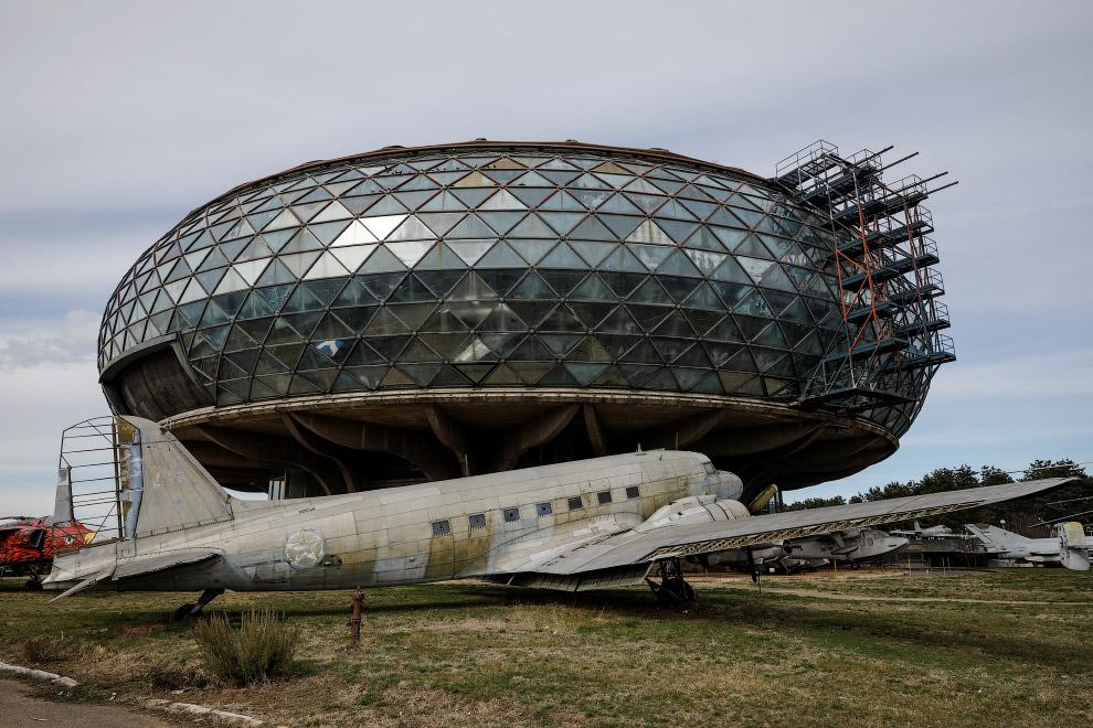 Заброшенное здание Музея аэронавтики в Белграде