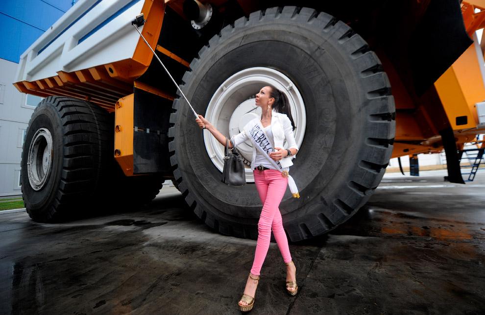 Участница конкурса «Миссис Вселенная 2015» и БелАЗ