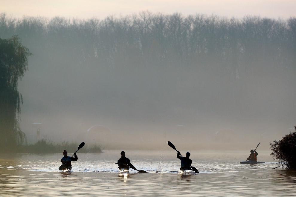 Гребцы на Комсомольском озере в Минске