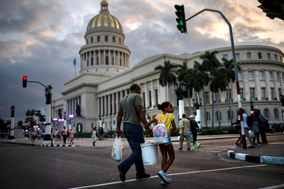 Столиця і найбільше місто - Гавана