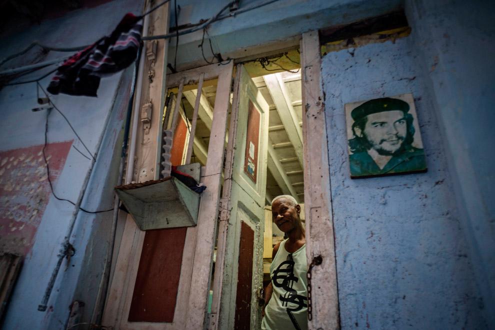 На стене изображен Эрнесто Че Гевара