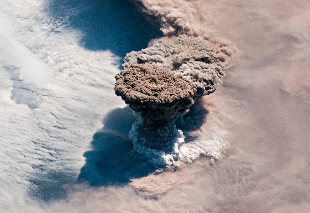 Извержение курильского вулкана Райкоке